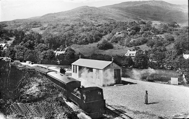 Train at Beddgelert in 1923